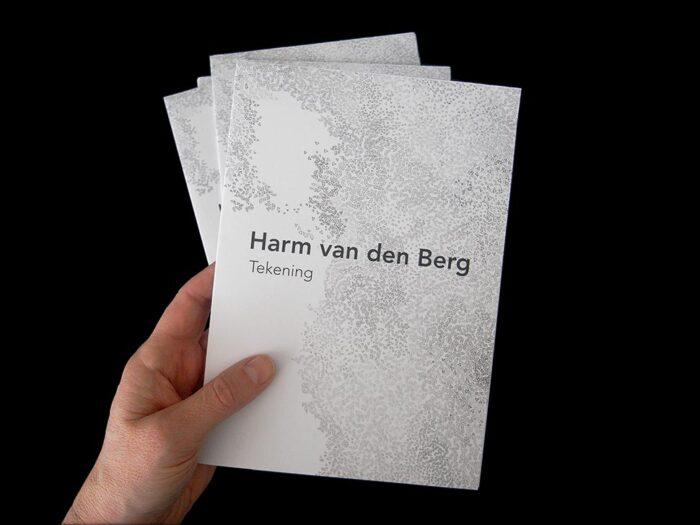 grafisch-ontwerp-expositie-typografie-folder-booklet-uitnodiging-tekening