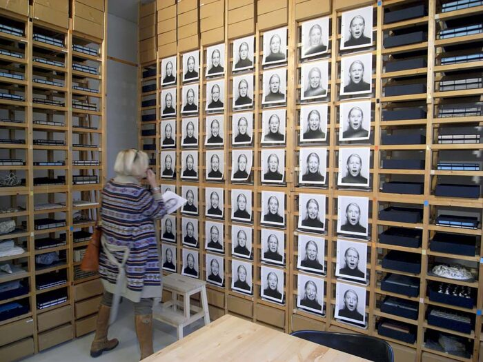 grafisch-ontwerp-ruimtelijk-ontwerp-tentoonstellingsontwerp-expositie-boek-boekomslag-fotoboek-conceptueel-in-visible